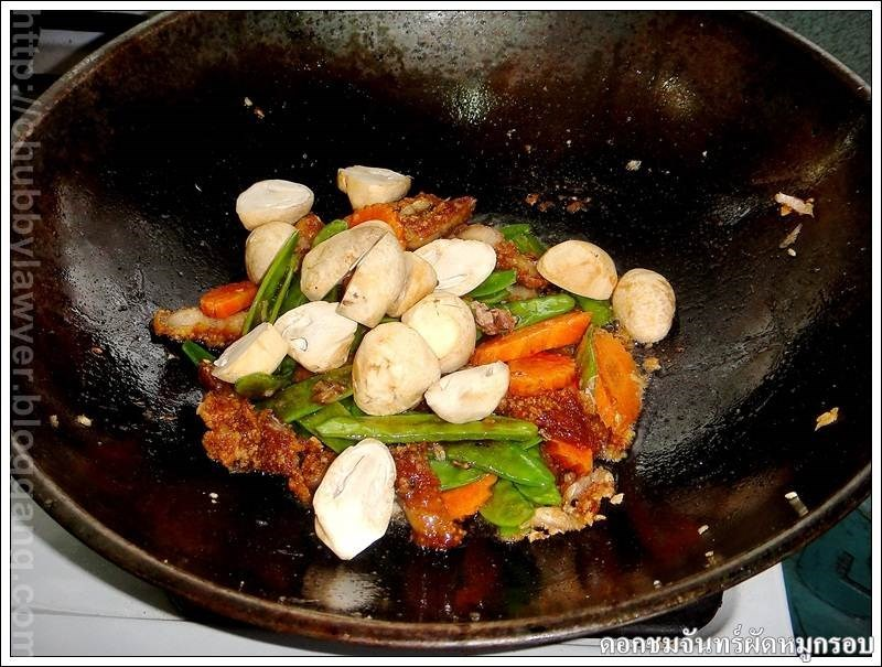 Chomchan xào thịt heo chiên giòn
